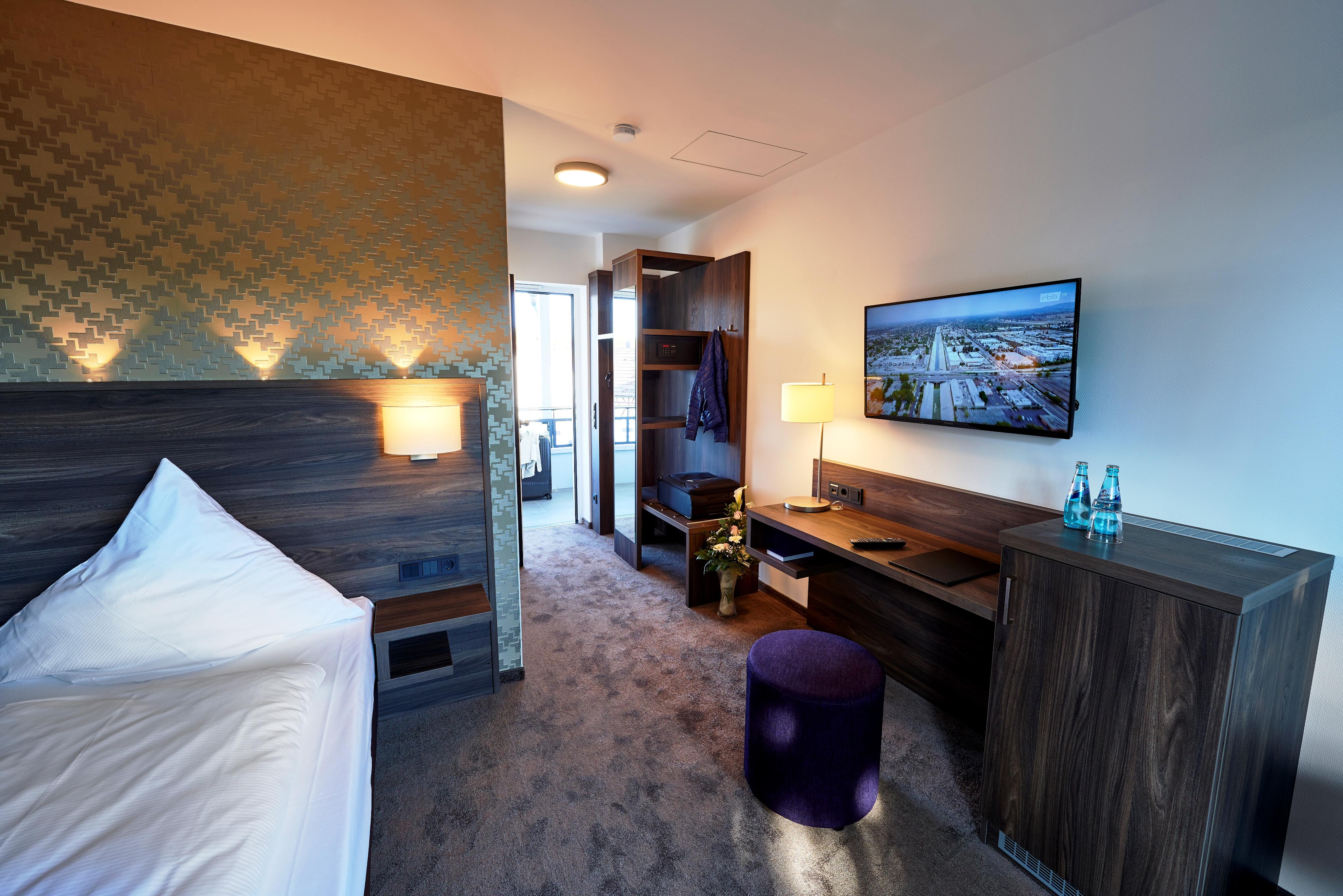 Hotelzimmer-Einrichtung-Schreibtisch