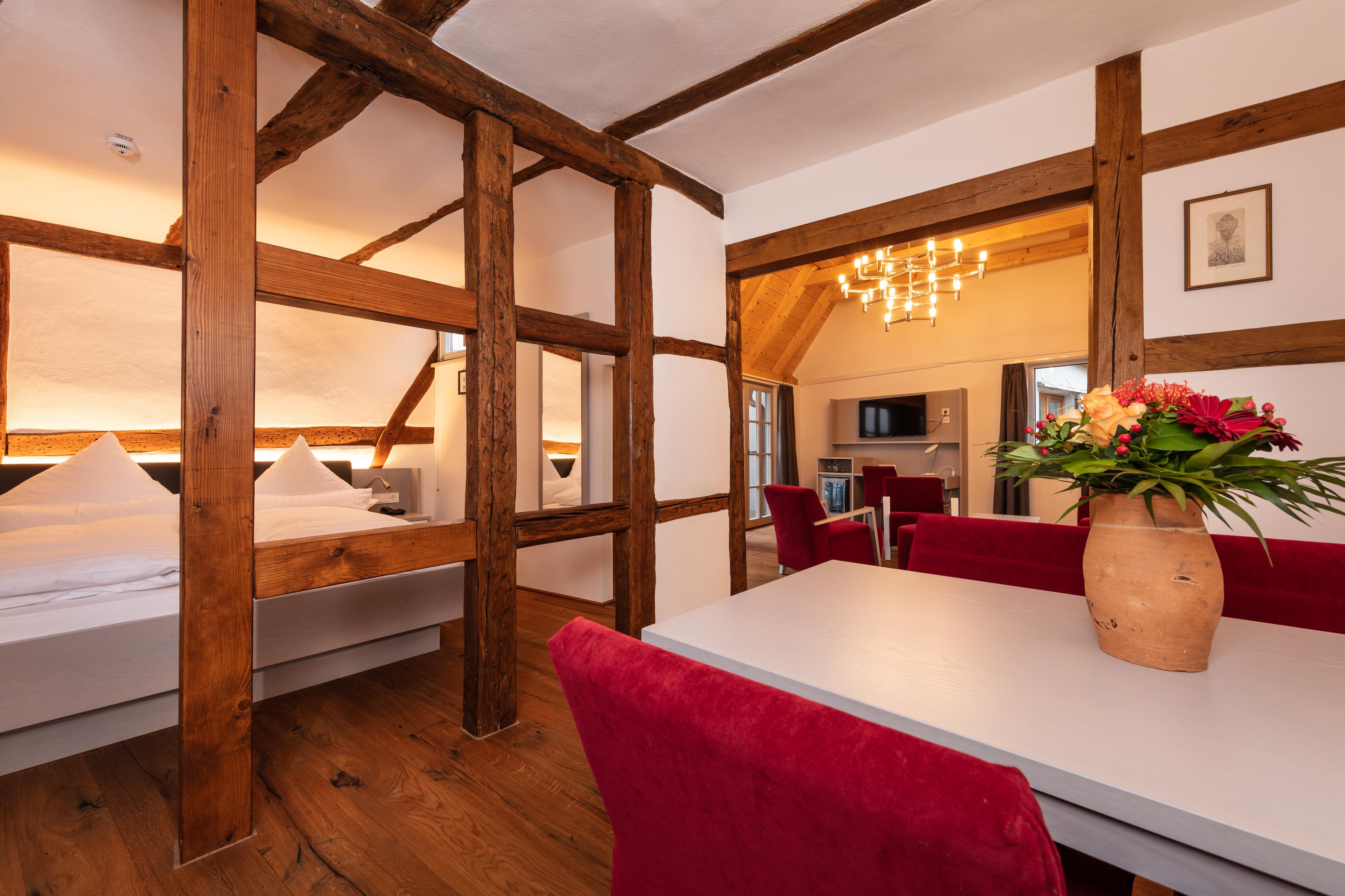 Hotelzimmer-Einrichtung-Doppelbett