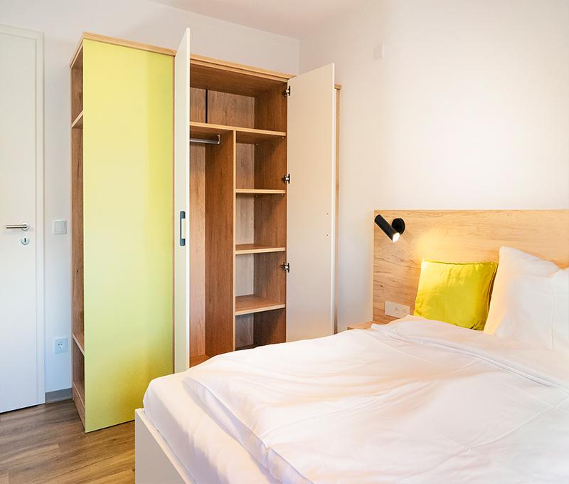 Hotel-Apartment-Einrichtung-Doppelbett
